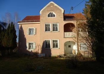 Immobilie Details Denkmalgeschützte Villa im Dornröschenschlaf: Sanierungsbedürftiges Liebhaberobjekt in Weilheim