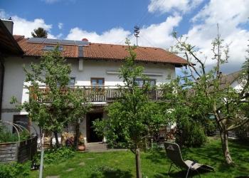 Immobilie Details Viel Platz für die ganze Familie – ehemaliges Bauernhaus mit 8½ Zimmern und Werkstatt in Pähl