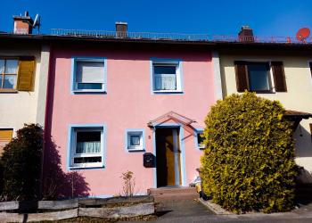 Immobilie Details Ein kalkulierbarer Schritt. Klassisches Reihenhaus in Weilheim