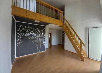 Immobilie Details Gemütlich unterm Dach – helle 3-Zimmer-Maisonette-Wohnung mit Westbalkon