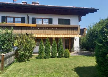 Immobilie Details Erdgeschoß mit Terrasse und eigenem Garten: großzügige 2-Zimmer-Wohnung in Ohlstadt/Bahnhofsnähe