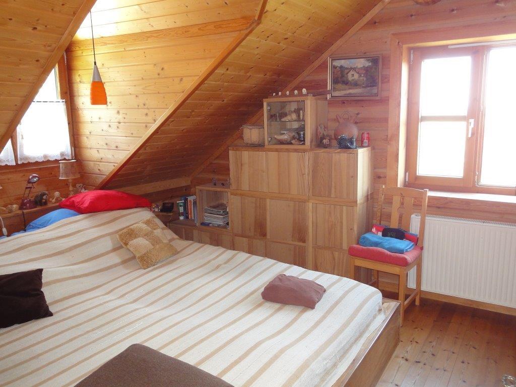 nat rlich wohnen norwegisches holzblockhaus in. Black Bedroom Furniture Sets. Home Design Ideas