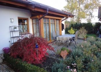 Immobilie Details Traumlage am Gögerl: exklusive 2-Zimmer-EG-Wohnung – eigener Hausteil im Erdgeschoß mit Bergblick und EBK