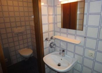 WC mit Vorraum