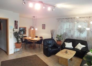 Wohnzimmer und Essplatz