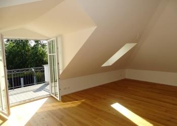 Wohnzimmer mit Südbalkon DG
