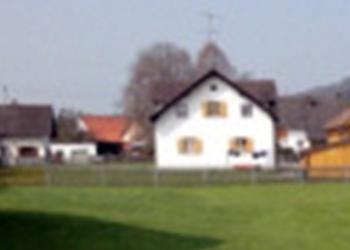 Peißenberg: Spitzenpreis – Baugrundstück mit älterem kleinem EFH